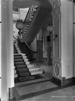 Escalera interior en la casa de Azurmendi, vista parcial