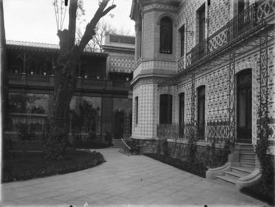Patio de la casa de Azurmendi, vista parcial