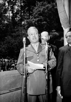 Adrián Castrejón, general, haciendo uso de la palabra durante una ceremonia