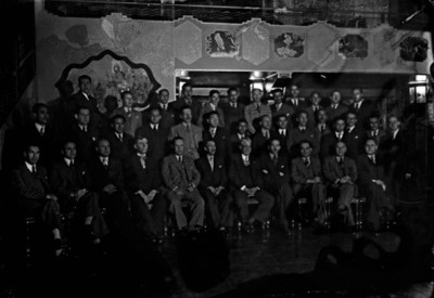 Lázaro Cárdenas del Río y funcionarios públicos, retrato de grupo