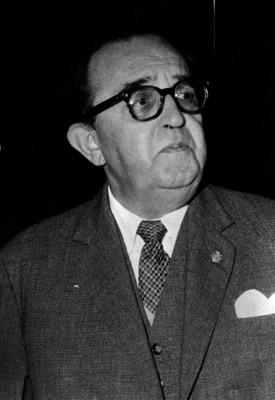 Alfonso Caso, abogado y arqueólogo, en un estudio fotográfico, retrato