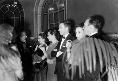 Gustavo Baz y funcionarios en una recepción