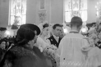 Novios durante cermonia religiosa
