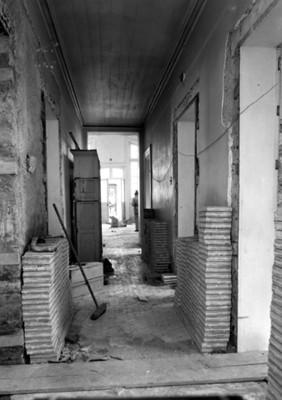 Pasillo de un edificio en restauración, vista parcial