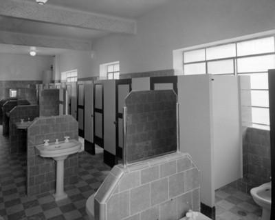 Baños de un hospital, vista parcial