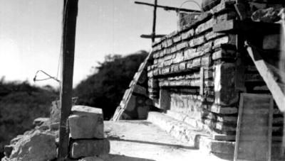 Templo de los Danzantes, lado este, reconstrucción el tablero, vista parcial