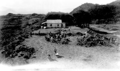 Hombres durante trabajos de exploración, vista general