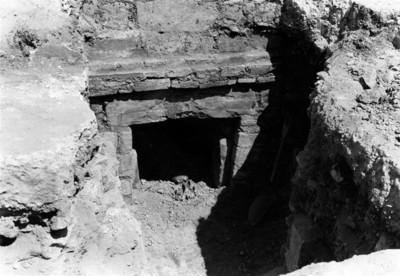 Excavación en la entrada de la Tumba No. 53