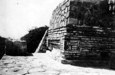 Plat sup. de los Danzantes, Ángulo N.E. del Templo S reconstruido