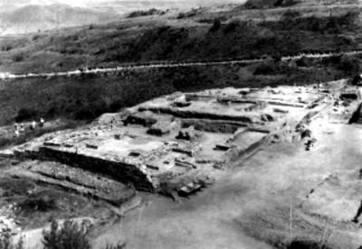 Contrucciones descubiertas en el montículo de la Tumba 7