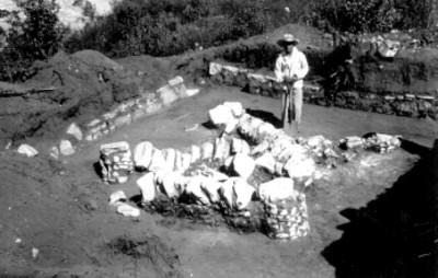 Patio al norte del Montículo T.N. Columnas caídas In Situ