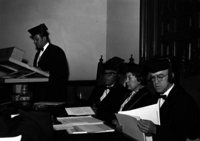 Luis Castillo Ledón, académico, durante una ceremonia en un salón