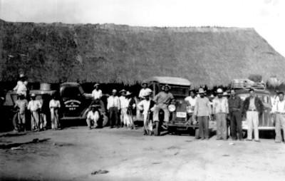 """""""Los camiones de la expedición"""", retrato de grupo"""