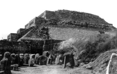 """Montículo """"M"""" , lado norte después de los trabajos de reconstrucción"""