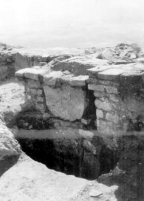 Plataforma Poniente, Fachada de la Tumba (saqueada)