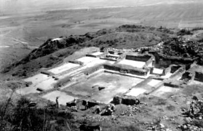 IX Atzompa. Vista general del Edificio del Patio de los tableros
