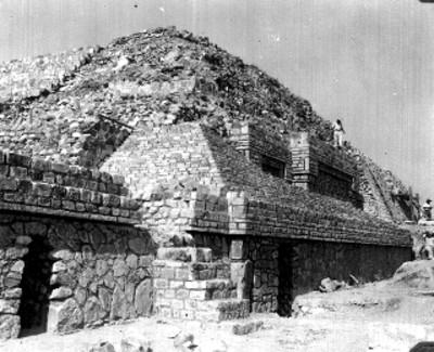 Hombres durante reconstrucción de talud y tableros, lado norte