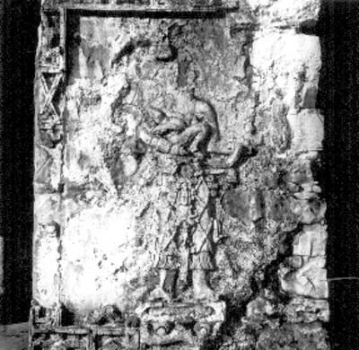 Templo de las Inscripciones Pilastra C. decorada con mujer (?) cargando niño