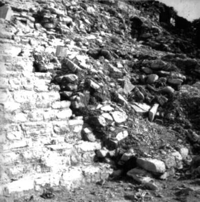 Edificio prehispánico excavado