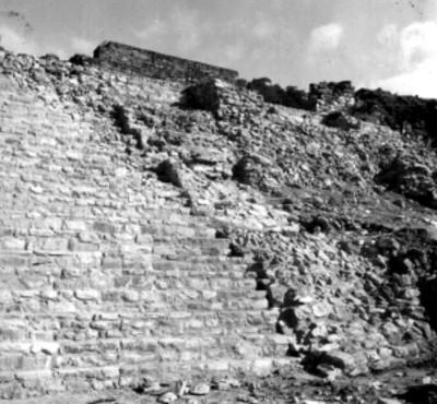Edificio prehispánico, vista parcial