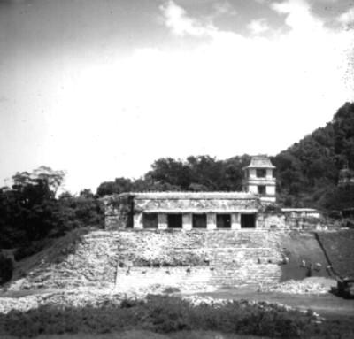 Edificio prehispánico en reconstrucción