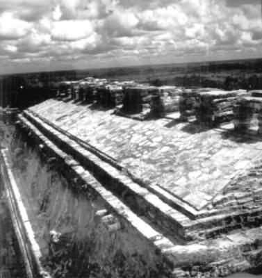 Techo de edificio prehispánico reconstruido