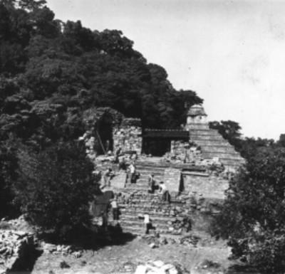 Trabajadores durante reconstrucción del Templo 14