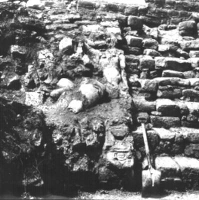 Trabajos de exavación en alfarda del Templo 14, vista parcial