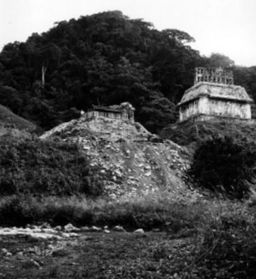 Templo con desmonte parcial, vista general