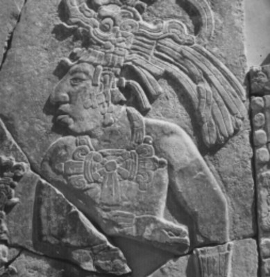 Lápida con relieves antropomorfos, detalle