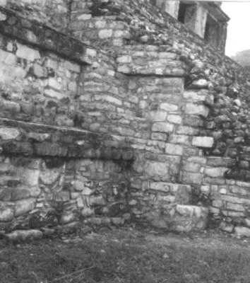 Escalinata, alfarda y tableros, vista lateral