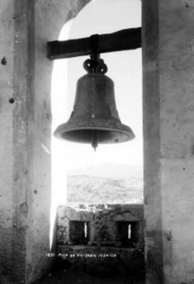 """""""Pico de Orizaba"""", visto desde el campanario de una iglesia"""