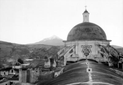 Pico de Orizaba, vista desde la cúpula de una iglesia