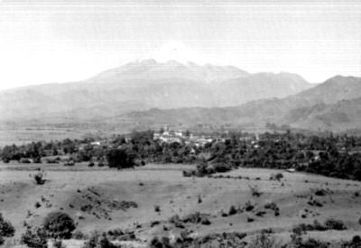 Pico de Orizaba y poblado, panorámica