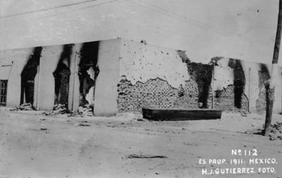 Construcción destruída por incendio durante la toma de Ciudad Juárez