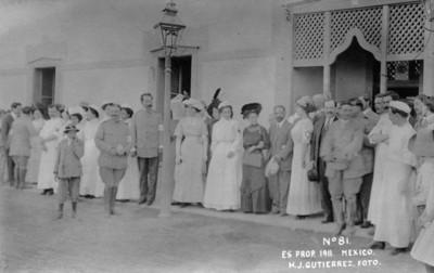 Francisco I. Madero, Sara Pérez de Madero y Elena Arizmendi fundadora de la Asociación Mexicana de la Cruz Blanca