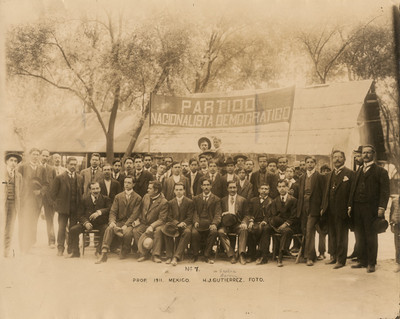 Miembros del Partido Nacionalista Democrático, retrato de grupo