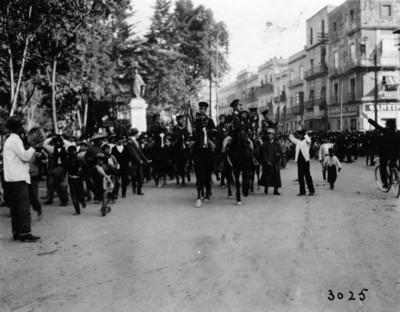 Cadetes del Colegio Militar camino a Palacio Nacional