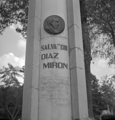 Tumba de Salvador Díaz Mirón, vista parcial