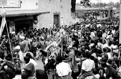 Actores y espectadores durante la representación de la Pasión de Cristo en Iztapalapa