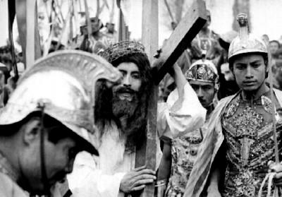 Actores en escena del Viacrucis en Iztapalapa