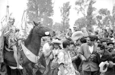 Espectadores en la representación del viacrucis en Iztapalapa