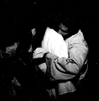 Judas besa a Jesús, representación de la Pasión de Cristo en Iztapalapa