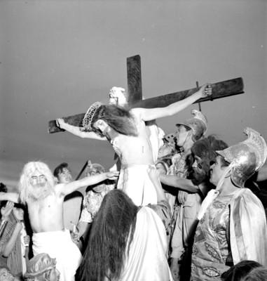 Jesús, Dimas y Gestas mueren en la cruz, escena de la Pasión de Cristo en Iztapalapa