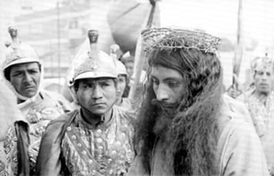 Actor en el papel de Jesús con la corona de espinas, durante Representación de la Pasión de Cristo en Iztapalapa