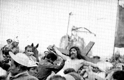 Personaje de Jesús durante la crucifixión en la representación de la Pasión de Cristo en Iztapalapa