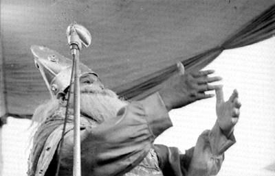 Soldado romano habla en el juicio al representar la Pasión de Cristo en Iztapalapa