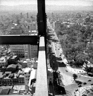 Estructuras de hierro para la construcción de la torre latinoamericana, panorámica