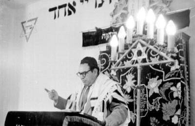 Rabino celebrando una ceremonia