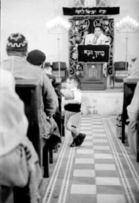 Rabino ofrece ceremonia ante judios